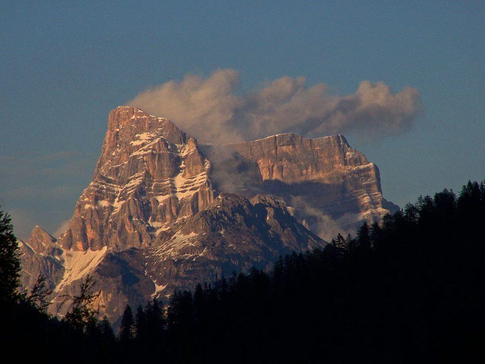 Il Pelmo visto da Sappade, frazione di Falcade (foto di VcomeViaggiare)